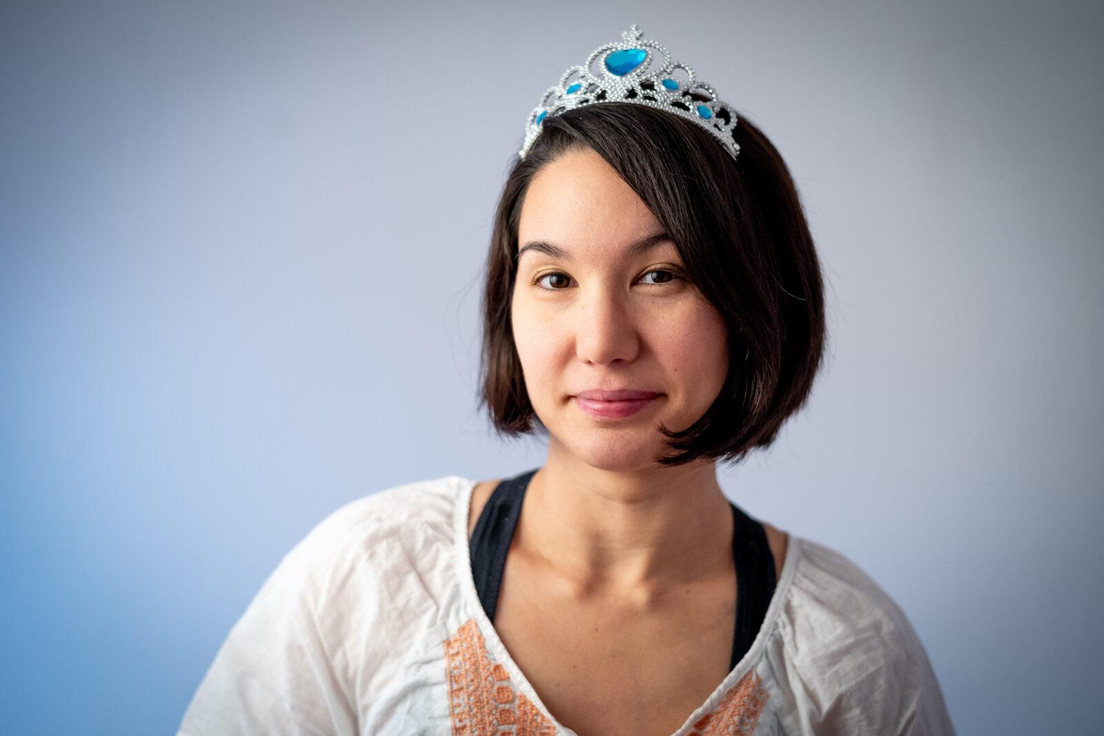 Ulya mit einer Elsa Krone